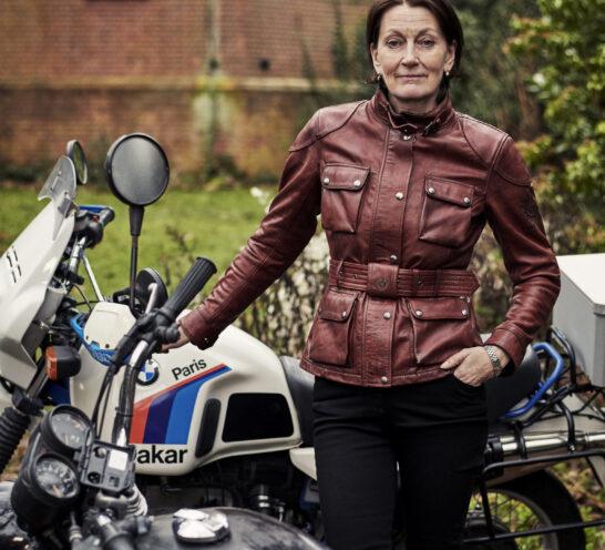 Elspeth Beard: Sola en moto.